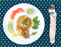 在绿色咖喱的油煎的茉莉花米用混杂的肉 免版税图库摄影