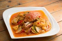 在黄色咖喱,混乱油煎的螃蟹咖喱的油煎的螃蟹 免版税图库摄影