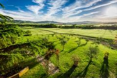 在绿色山谷的日落在托斯卡纳 免版税库存照片
