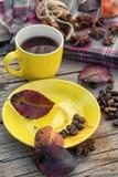 在黄色杯子的无奶咖啡 库存图片