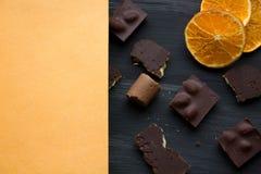 在黑色的巧克力老桌 免版税图库摄影