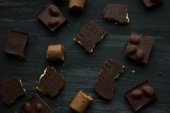 在黑色的巧克力老桌 免版税库存照片