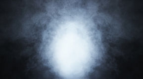 在黑色的深刻的蓝色烟背景 库存图片