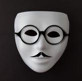 在黑色的白色面具与髭和玻璃 免版税库存照片