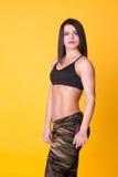 在黄色的美好的健身模型 免版税图库摄影