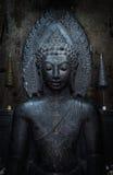 在黑色的菩萨雕象 免版税库存照片