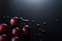 在黑色的葡萄 库存照片