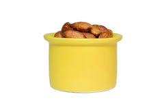 在黄色碗的杏仁 库存照片