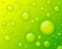 在绿色背景摘要的水下落 库存照片