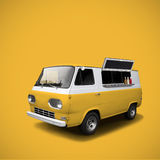 在黄色背景模板的黄色快餐卡车 免版税库存图片