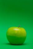 在绿色的苹果计算机中部 免版税库存照片