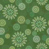 在绿色背景的无缝的装饰样式 免版税库存图片