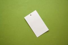 在绿色背景的标签 免版税库存图片