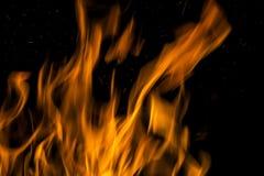 在黑色背景的火火焰 火焰火火焰纹理后面 免版税库存图片