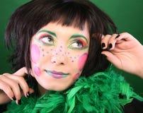 在绿色背景的疯狂的妇女 图库摄影
