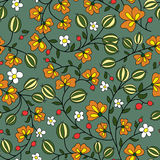 在绿色背景的花和鹅莓莓果 库存图片