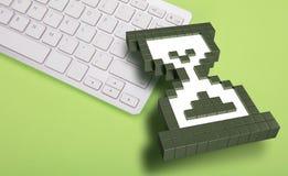 在绿色背景的键盘 计算机标志 3d翻译 3d例证 免版税库存图片