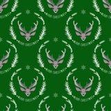 在绿色背景的驯鹿 无缝的模式 免版税库存图片