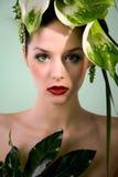在绿色设计的时装模特儿 免版税库存照片