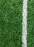 在绿色足球场的白色条纹线从作为模板使用的顶视图 库存照片