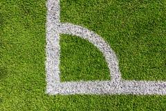 在绿色足球场的空白线路 库存图片