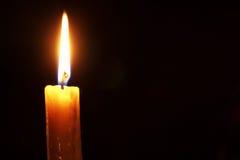 在黑色隔绝的烛光焰 图库摄影