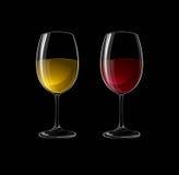 在黑色隔绝的玻璃的红色和白葡萄酒 免版税库存照片