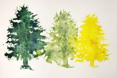 在黄色,浅绿色和深绿的圣诞树 免版税库存照片