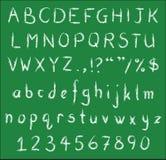 在绿色黑板的手写的白色白垩字体 免版税库存图片
