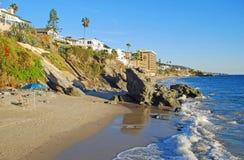 在水芹街道的海岸线在街市拉古纳海滩,加利福尼亚南部 免版税库存图片