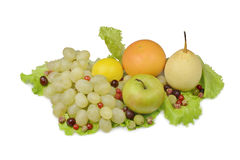 在莴苣叶子的果子 免版税库存图片
