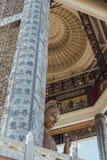 在99英尺30米高古铜色观音工业区雕象的八角型亭子在Kek Lok Si寺庙在乔治市 Panang,马来西亚 库存图片
