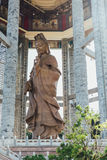 在99英尺30米高古铜色观音工业区雕象的八角型亭子在Kek Lok Si寺庙在乔治市 Panang,马来西亚 免版税库存照片