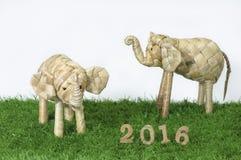 在绿草概念的新年快乐2016年 免版税库存照片