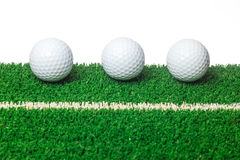 在绿草的高尔夫球 库存照片