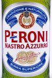 在贮藏啤酒瓶的Peroni标签 库存照片
