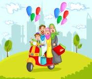 在滑行车的回教家庭骑马 免版税库存图片