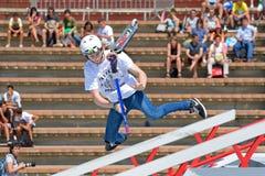 在滑行车朴竞争的一个专业车手在LKXA极端体育的中央公园 库存照片
