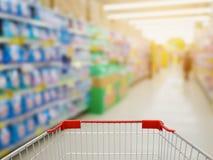在洗衣店部分的洗涤剂架子在超级市场 免版税库存图片