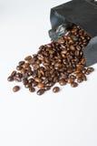 在黑袋子的咖啡豆 免版税库存照片