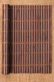以在麻袋布的一个原稿的形式竹席子扭转了 库存照片