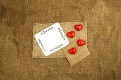 在麻袋布的心脏 库存照片