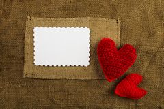 在麻袋布的编织的心脏 免版税库存照片