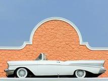 1957年Chevy白色二门敞篷车经典老汽车 免版税库存照片