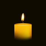 在-被隔绝的夜特写镜头的一个烛光焰 库存照片