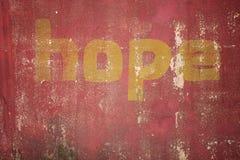 在破裂的混凝土写的希望消息 库存图片