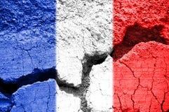在破裂的背景的法国旗子 免版税库存图片