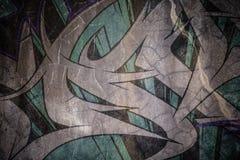 在破裂的水泥墙壁上的退色的Grafiti 免版税库存照片