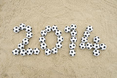 在巴西海滩的足球2014年消息 免版税库存照片