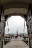 在主要门的看法入口的在中世纪堡垒晨曲 库存图片
